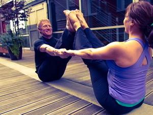 Поза йоги - Двойная лодка