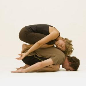 Поза двойного ребенка в йоге