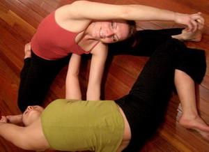 Поза Двойные ворота в йоге