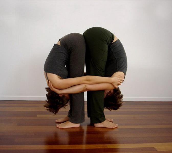 Простые позы йоги для двоих