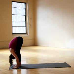 Позы йоги - наклон стоя вперед