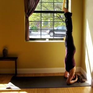Стойка на голове в йоге