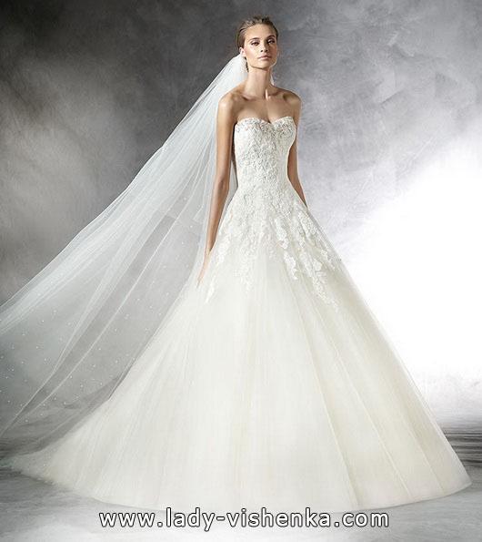 Свадебное платье принцессы со шлейфом - Pronovias