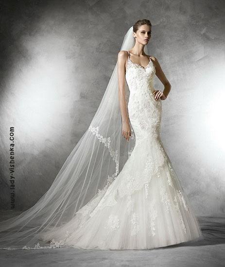 Свадебное платье рыбка с многослойной юбкой Pronovias