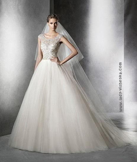 Свадебные платья с длинной фатой Pronovias