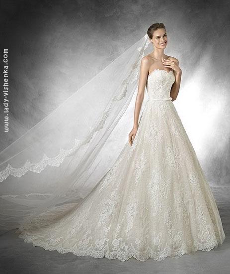 Свадебное платье А силуэта с фатой Pronovias