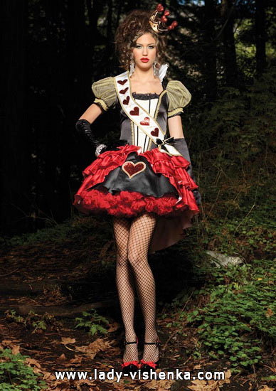 Красивое платье Королевы Сердец