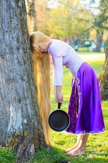 Рапунцель на Хэллоуин со сковородкой