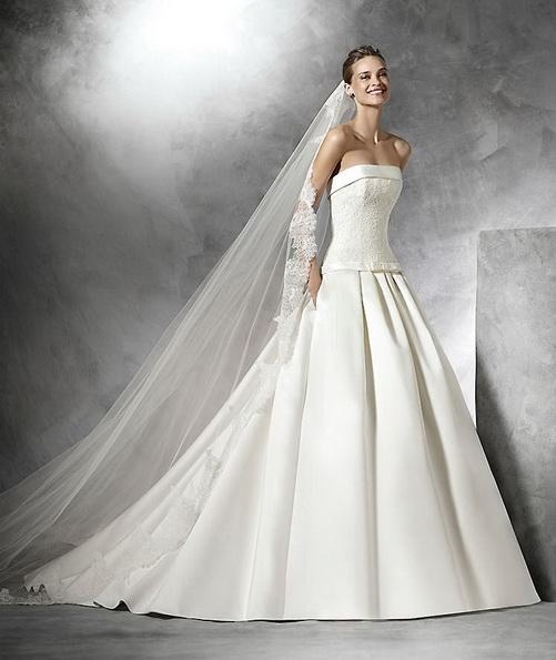 Свадебное платье из атласа без бретелек со шлейфом - Pronovias 2016