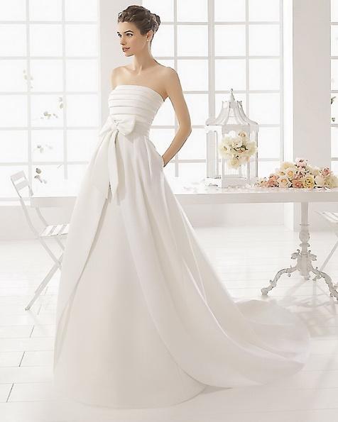 Атласное свадебное платье со шлейфом - Aire Barcelona новинка 2016