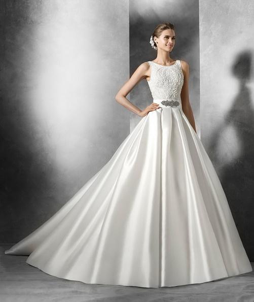 Атласное свадебное платье с пышной юбкой и шлейфом - Pronovias 2016