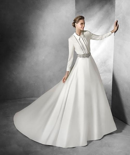 Атласное свадебное платье с длинным рукавом со шлейфом - Pronovias 2016