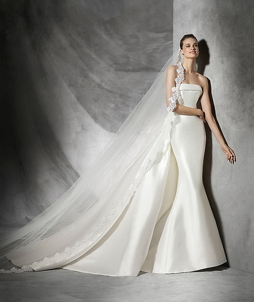 Красивое атласное свадебное платье со шлейфом - Pronovias 2016