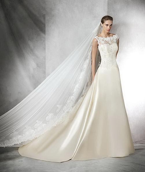 Красивое свадебное платье из атласа со шлейфом - Pronovias 2016