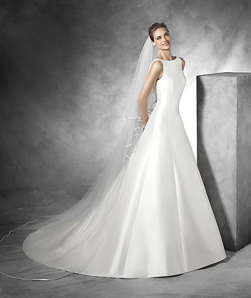Красивое свадебное платье из атласа с фатой и шлейфом - Pronovias 2016