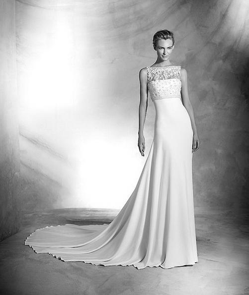 Атласное свадебное платье со шлейфом - Pronovias 2016