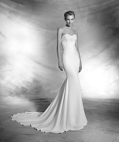 Атласное свадебное платье со шлейфом - Pronovias новинки 2016