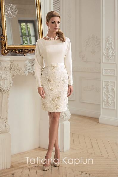 Короткое прямое свадебное платье с длинным рукавом - Tatiana Kaplun