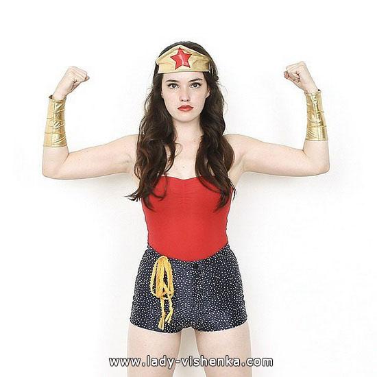 Супер девушка на Хэллоуин