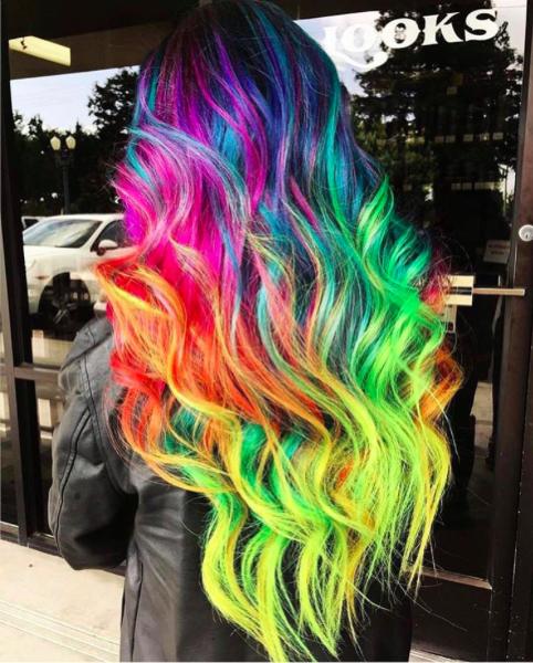Яркие красивые волосы