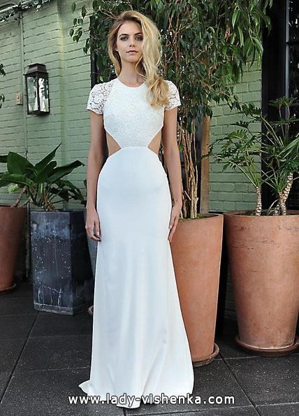 Свадебное платье с закрытыми плечами и открытой талией
