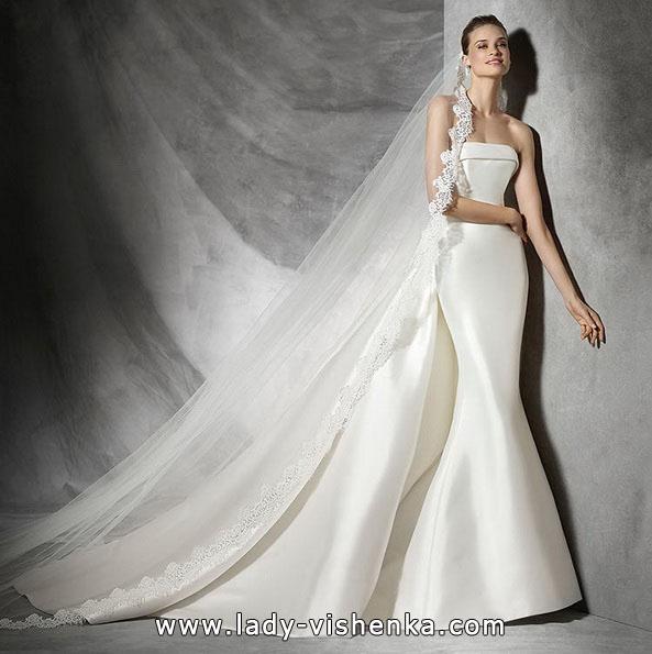 Атласное свадебное платье рыбка со шлейфом - Pronovias