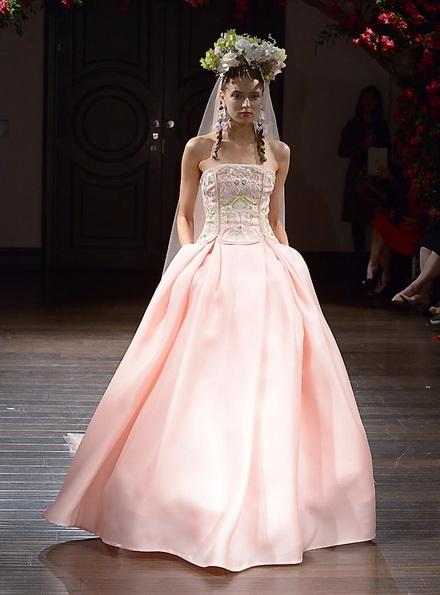 Свадебное платье с атласной юбкой Naeem Khan 2016