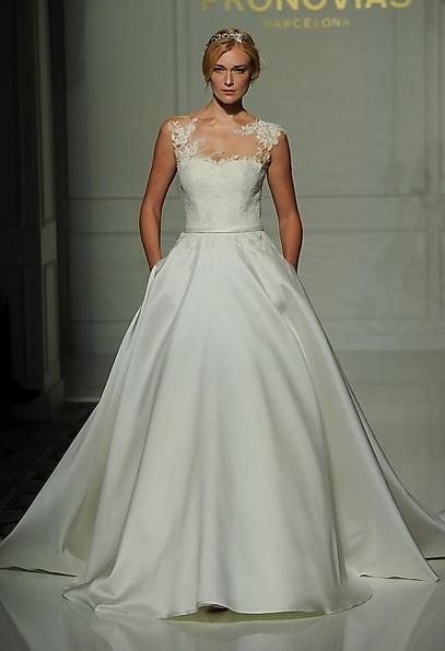 Свадебное платье с атласной юбкой Pronovias - Fall 2016