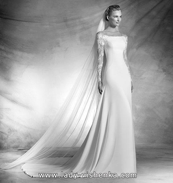 Атласное свадебное платье с кружевным рукавом - Pronovias