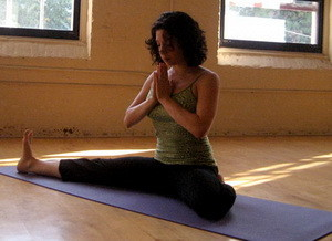 Позы йоги для начинающих (фото)